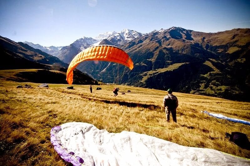 Learning to launch paraglider